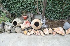 Os jarros velhos para o ofda produçãodo anddo vinholubrificam a jardado inImagem de Stock