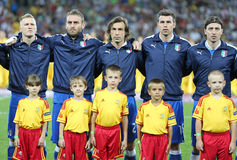 Os jogadores da equipa de futebol de Italy cantam o hino nacional Fotografia de Stock Royalty Free