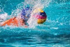Os jogadores das duas equipes na ação durante a liga grega w Fotografia de Stock Royalty Free