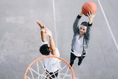 Os jogadores de basquetebol foto de stock royalty free
