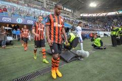 Os jogadores de FC Shakhtar estão indo ao campo Imagens de Stock
