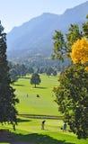 Os jogadores de golfe Tee na base de Cheyenne Mountain Fotografia de Stock Royalty Free