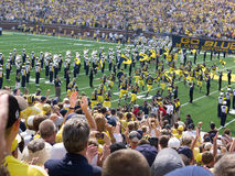 Os jogadores de Michigan tomam o campo Imagem de Stock Royalty Free