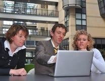 Os jovens do negócio discordam Imagens de Stock