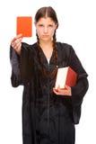 Os jovens julg com cartão vermelho Foto de Stock
