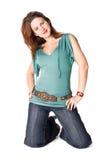 Os jovens slim a mulher em joelhos imagem de stock royalty free