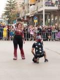 Os Jugglers mostram sua arte para os visores na rua Fotografia de Stock Royalty Free