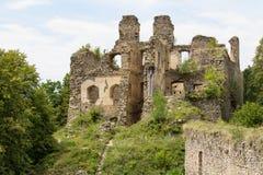 Os kamen velhos de Divci do castelo da ruína aproximam a vila Brloh foto de stock royalty free