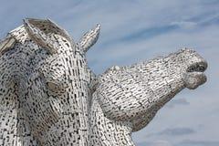 Os Kelpies, esculturas das cabeças de cavalo na hélice estacionam perto de Falkirk Imagem de Stock