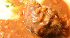 Os knuckls do cordeiro assaram no molho de tomate imagem de stock royalty free