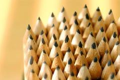 Os lápis apontaram, o contorno da luz da janela imagem de stock