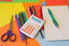 Os lápis coloridos representam em geral Lápis coloridos brilhantes Imagem de Stock