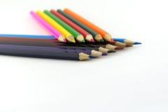 Os lápis da cor para tirar estão na superfície da luz Fotografia de Stock