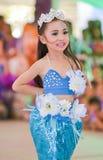 Os líder da claque asiáticos bonitos dos estudantes mostram no dia dos esportes Fotografia de Stock Royalty Free