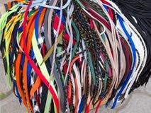 os laços de sapata Multi-coloridos são um grande montão Imagens de Stock Royalty Free