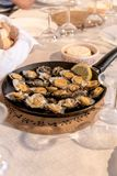 Os Limpets serviram em um restaurante em Mosteiros na ilha do Sao Miguel nos Açores, Portugal fotos de stock
