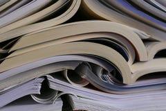 Os livros de texto abertos na parte superior Imagens de Stock