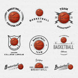Os logotipos e as etiquetas dos crachás do basquetebol para alguns usam-se Fotografia de Stock