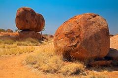 Os mármores dos diabos corrmoeram rochas vermelhas do granito Fotografia de Stock Royalty Free