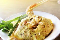 Os macarronetes de arroz salteado (almofada tailandesa) são os populares Foto de Stock