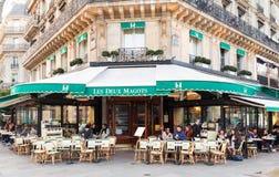 Os magots de Les Deux do café, Paris, França Fotos de Stock Royalty Free