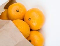 Os mandarino fora do saco de papel Imagens de Stock Royalty Free