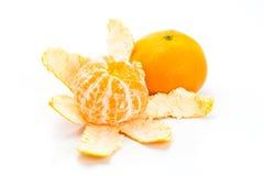 Os mandarino inteiros e cortados Fotos de Stock Royalty Free