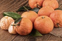 Os mandarino na vida velha da madeira ainda tonificaram o estilo do vintage da imagem Fotos de Stock Royalty Free