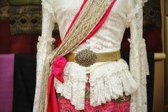 Os manequins mostram o vestido de seda m?o-tecido vestindo: Algod?o local grupo tecido em Tail?ndia na regi?o nortista fotos de stock