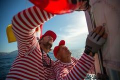 Os marinheiros participam outono 2018 de Ellada da regata da navigação no 20o entre o grupo de ilha grego no Mar Egeu imagens de stock
