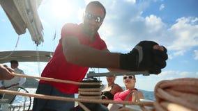 Os marinheiros participam outono 2018 de Ellada da regata da navigação no 20o entre o grupo de ilha grego no Mar Egeu filme