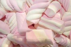 Os marshmallows cor-de-rosa e brancos fecham-se acima da vista Foto de Stock