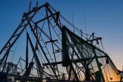 Os mastros e as redes mostram em silhueta imagens de stock royalty free