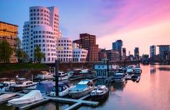 Os meios abrigam em Dusseldorf no rio rhine imagem de stock royalty free