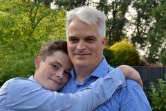 Os melhores companheiros do pai e do filho fotografia de stock