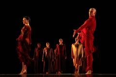 Os membros de Yevgeny Panfilov Ballet Studio do permanente executam Romeo e Juliet durante IFMC o 22 de novembro de 2013 em Vitebs Imagem de Stock