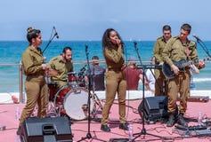 Os membros do grupo da música do exército executam na cidade de Haifa em honra do 70th aniversário da independência do estado de Imagem de Stock Royalty Free
