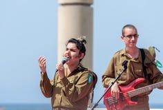 Os membros do grupo da música do exército executam na cidade de Haifa em honra do 70th aniversário da independência do estado de Fotografia de Stock