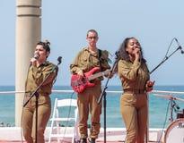 Os membros do grupo da música do exército executam na cidade de Haifa em honra do 70th aniversário da independência do estado de Imagem de Stock