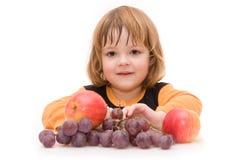 Os miúdos devem comer frutas! Foto de Stock Royalty Free