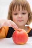 Os miúdos devem comer frutas! Imagens de Stock Royalty Free