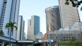 Os milênio torre andam e de Pan Pacific em Singapura vídeos de arquivo