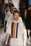 Os modelos da caminhada de Daniel Silverstain em DSW patrocinam as caras frescas do 20o aniversário de Gen Art na primavera de 20 Fotografia de Stock Royalty Free