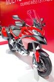 Os modelos 2013 de Ducati Multistrada olham primeiramente a motocicleta. Fotos de Stock Royalty Free