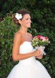 Os modelos no casamento attire durante um desfile de moda em Arenzano imagens de stock