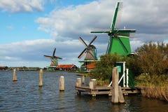 Os moinhos de vento e as canaletas no museu imagens de stock