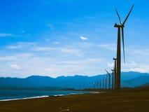 Os moinhos de vento e o mar imagem de stock royalty free