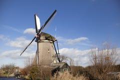 Os moinhos de vento holandeses velhos, Holanda, extensões rurais Moinhos de vento, o símbolo da Holanda Imagem de Stock Royalty Free
