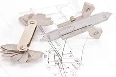 Os moldes para o controle visual da medida estão na tubulação do desenho Imagem de Stock Royalty Free