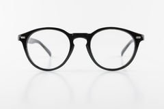 Os monóculos pretos da forma redonda, estilo do vintage, isolaram a parte traseira do branco Imagens de Stock Royalty Free